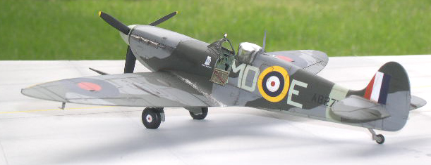 1/48 scale spitfire airbrushed camoflage